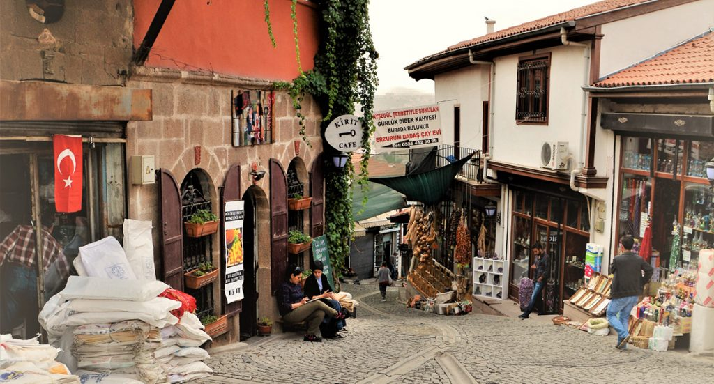 Ankara sightseeing: cosy shops in Samanpazarı
